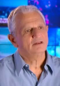 """עיתונאי """"ידיעות אחרונות"""" נחום ברנע (צילום מסך: סרטון תדמית)"""