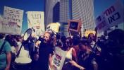 """הפגנת עובדי """"מעריב"""" נגד נוחי דנקנר, 2012 (צילום מסך)"""