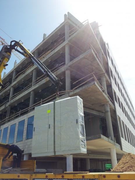 """בניין קבוצת """"ידיעות אחרונות"""" בבנייה, אזור התעשייה ראשון-לציון, 25.3.15 (צילום: אורן פרסיקו)"""