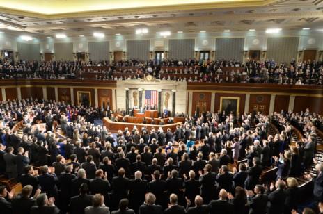 """ראש הממשלה בנימין נתניהו נואם בפני האולם המלא מפה לפה בקונגרס האמריקאי, 3.3.2015 (צילום: עמוס בן-גרשום, לע""""מ)"""