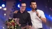 """אסי עזר (מימין) וארז טל, מנחי תוכנית הבידור """"האח הגדול"""" (צילום: יונתן זינדל)"""