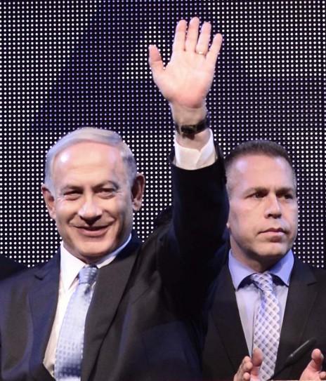 בנימין נתניהו וגלעד ארדן בעת השקת מסע הבחירות של הליכוד, 5.1.15 (צילום: תומר נויברג)