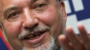 אביגדור ליברמן במסיבת העיתונאים שבה הודיע כי לא ייכנס לממשלת נתניהו הרביעית. ירושלים, 4.5.15 (צילום: מרים אלסטר)