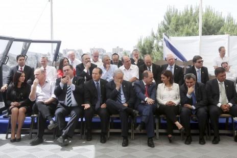 חברי הממשלה מתכוננים לצילום קבוצתי, 20.5.15 (צילום: מרק ישראל סלם)