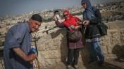 תיירים על רקע העיר העתיקה בירושלים, 27.5.2015 (צילום: נתי שוחט)