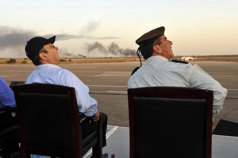 אהוד ברק וגבי אשכנזי, 2009 (צילום: אריאל חרמוני, משרד הביטחון)