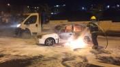מכונית שנפגעה מבקבוק תבערה ליד בית-חנינא, 3.8.15 (צילום: סלימאן חאדר)