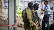 חיילים בזירת פיגוע בירושלים, 14.10.15 (צילום: הדס פרוש)