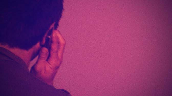 אדם משוחח בטלפון נייד (צילום מקורי: פלאש 90)