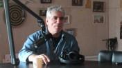 """איתי לנדסברג-נבו באולפן קול-הקמפוס, בתוכנית """"קול העין"""". 3.12.15 (צילום: נמרוד הלברטל)"""