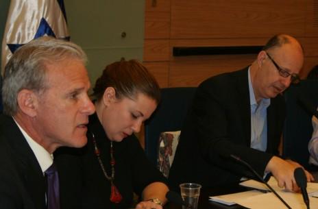 מימין: חברי-הכנסת צחי הנגבי, קסניה סבטלובה ומייקל אורן, בדיון בוועדת החוץ והביטחון, 2.2.16 (צילום: אורן פרסיקו)