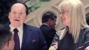 """שלדון ומרים אדלסון מקבלים את פניהם של חיילים שנפגעו בקרב וזכו בסופ""""ש חינם במלונות הקזינו של אדלסון בלאס-וגאס, מאי 2012 (צילום מסך)"""
