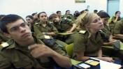 """גל""""צניקים בקורס, מתוך הסדרה """"הגלצניקים"""" (צילום מסך)"""