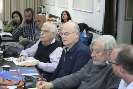 במרכז: אהרן לפידות, ישיבת מועצת העיתונות, 28.3.2016 (צילום: אורן פרסיקו)