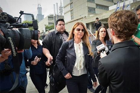 """ענבל אור מגיעה לדיון בפירוק חברת הנדל""""ן שלה בבית-המשפט המחוזי בתל-אביב, 5.4.16 (צילום: פלאש 90)"""