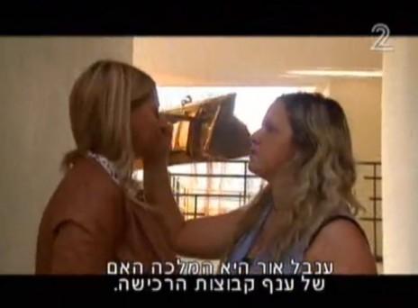 """ענבל אור בכתבת תדמית של אילן לוקאץ' ב""""אופן שישי"""" של חדשות 2, 12.11.10 (צילום מסך)"""