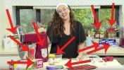 זהה את המוצר. עומס של מוצרי מטבח מקודמים בתוכנית רשת של הקונדיטורית קרין גורן (צילום מסך)
