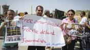 הפגנת עיתונאים פלסטינים מול כלא עופר למען שחרורו של עמיתם עומר נזאל, 26.4.2016 (צילום: פלאש 90)