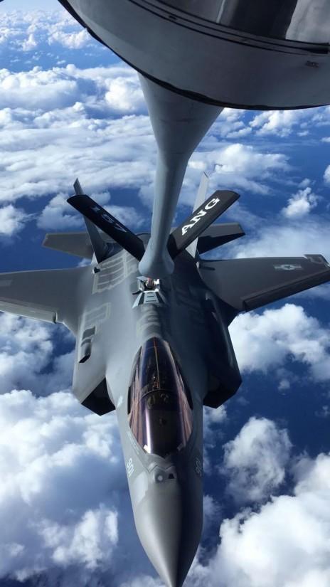 """מטוס F-35 בדרכו לישראל, 8.12.16 (צילום: דובר צה""""ל)"""