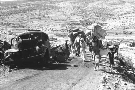 """ערבים מהגליל עוזבים את כפריהם, 30.10.1948 (צילום: דוד אלדן, לע""""מ)"""