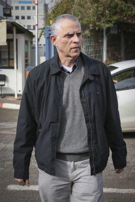 ארנון (נוני) מוזס בצאתו מחקירה ביחידת להב 433 בלוד. 15.1.17 (צילום: קוקו)