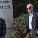 """עמוס רגב, עורך """"ישראל היום"""", מחוץ למטה יחידת להב 433 של המשטרה, לשם זומן כדי לתת עדות בפרשת """"תיק 2000"""". לוד, 17.1.17 (צילום: רועי אלומה)"""