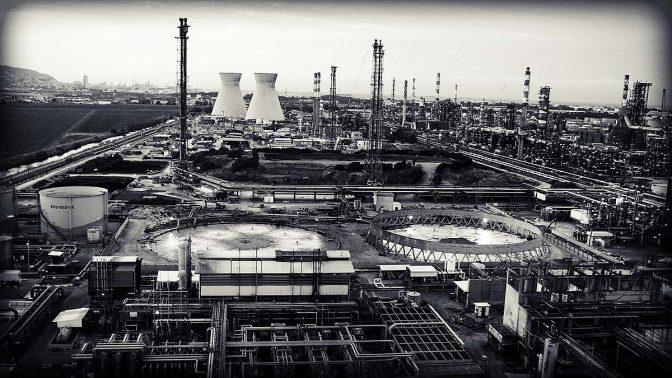 המפעלים במפרץ חיפה (צילום מקורי: אבישג שאר ישוב, פלאש90)