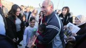 העיתונאי עומר נזאל משתחרר ממעצר מינהלי, כלא עופר, 20.2.17 (צילום: פלאש90)