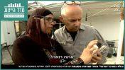 """יגאל מוסקו מראיין את מורדיקר מסרי, תושבת יפו שבנה נרצח, """"אולפן שישי"""" (צילום מסך)"""