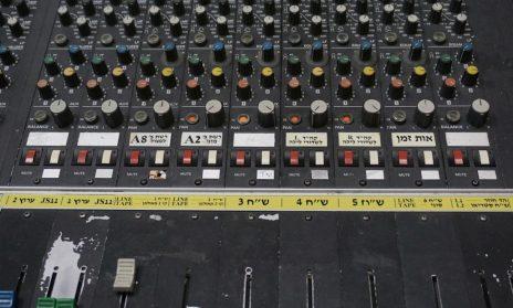 קונסולה באולפן תחנת הרדיו 88FM בתל-אביב, 14.5.17 (צילום: גיא שחר)