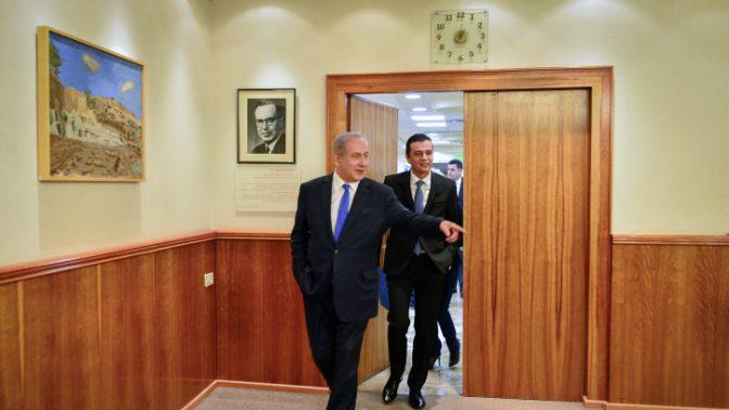 """ראש הממשלה בנימין נתניהו עם ראש ממשלת רומניה סורין גרינדאו, ירושלים, 4.5.17 (צילום: קובי גדעון, לע""""מ)"""