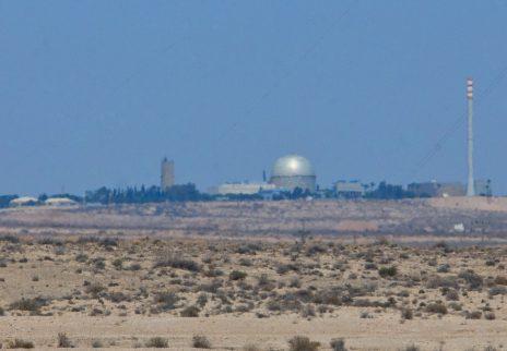 מבט על הקריה למחקר גרעיני בדימונה, 13.8.16 (צילום: משה שי)