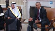 """נשיא ארה""""ב ברק אובמה בפגישה עם מלך סעודיה סלמאן בערב הסעודית, 4.4.15 (צילום מסך)"""