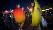 """פרסומת אנושית למיץ ממותק באירועי """"לילה לבן"""" בתל-אביב, 29.6.17 (צילום: מרים אלסטר)"""