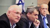 """משמאל: מנכ""""ל המשרד להגנת הסביבה ישראל דנציגר, השר להגנת הסביבה זאב אלקין וח""""כ אכרם חסון, 27.6.17 (צילום: יאיר גיל)"""