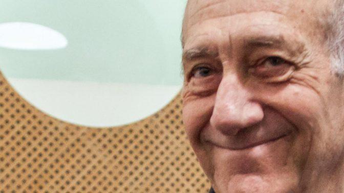 אהוד אולמרט בבית-המשפט העליון. 29.12.15 (צילום: אמיל סלמן)