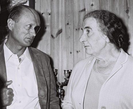 """גולדה מאיר ומשה דיין, 23.4.69 (צילום: משה מילנר, לע""""מ)"""