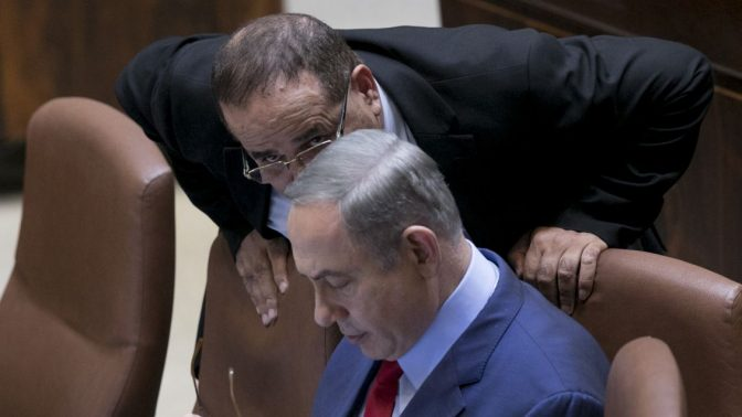 איוב קרא ובנימין נתניהו במליאת הכנסת, 2016 (צילום: יונתן זינדל)
